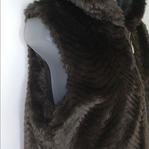 regal park Jackets & Coats - EUC Regal Park reversible faux mink vest w/hood